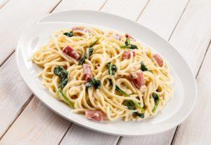 Romige spaghetti met spinazie en spekjes (low FODMAP)